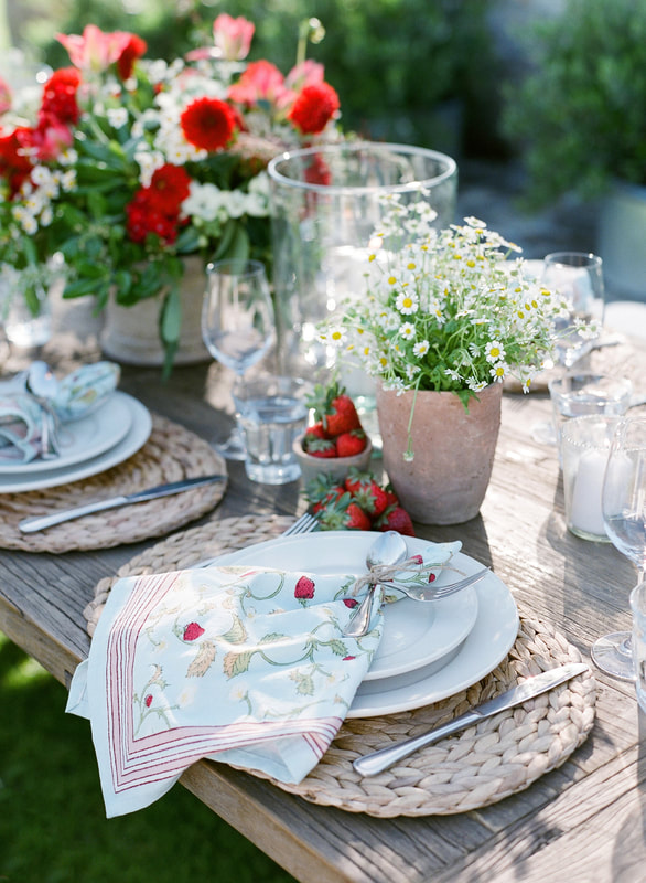 Strawberries and Feverfew Table Decor by Mindy Rice Design and Rosemary Events. Photo by Jose Villa #strawberrynapkins #tablesettings #tabledecor #setthetable #summerpicnic